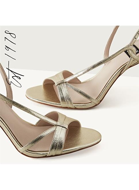 Nine West İnce Topuklu Sandalet Altın